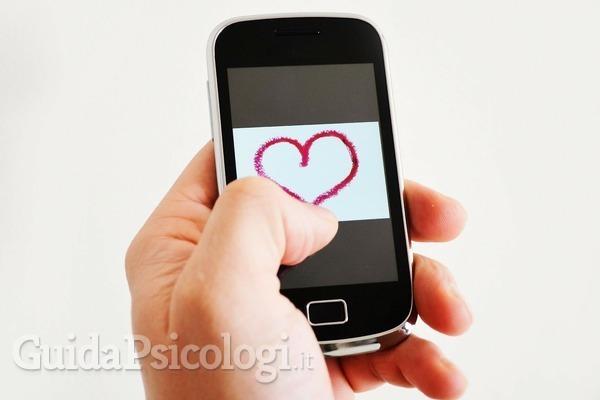 La sindrome di Tinderella: il piacere di flirtare online