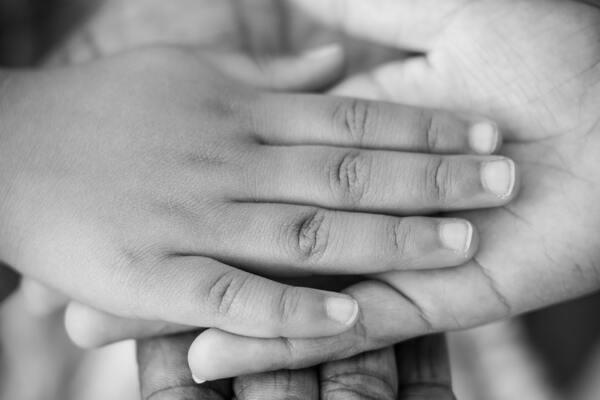 Il contatto oltre la parola: la sintonizzazione emotiva nella relazione mamma-bambino