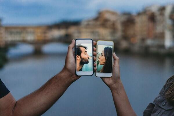 Stabiliamo un contatto: la ripresa delle relazioni e il desiderio di incontrarsi