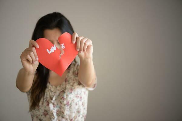 Come superare una delusione d'amore: quali sono le fasi e 10 utili consigli