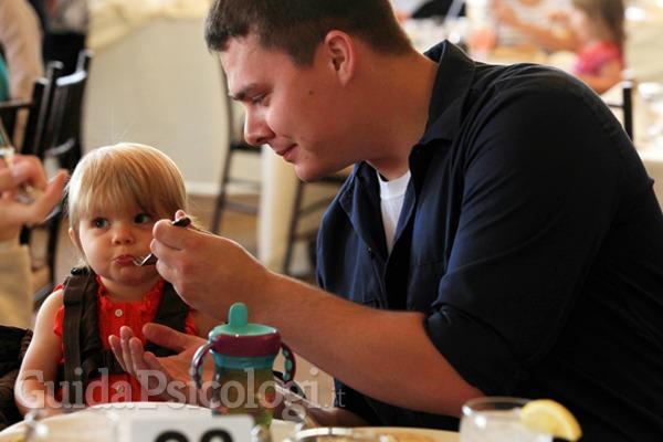 Festa del papà: chi pensa agli uomini che non lo hanno scelto?