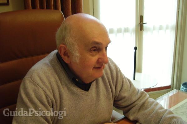 Il Dr. Giancarlo Gramaglia  è uno psicologo e psicoterapeuta piemontese. Presso il suo studio di Torino si occupa di psicoanalisi freudiana.